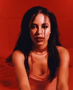 """This is a tribute page to singers: Selena Quintanilla Aaliyah & rapper: Lisa """"Left-Eye"""" Lopes Rip Aaliyah, Aaliyah Style, Aaliyah Pictures, Hip Hop, Aaliyah Haughton, Black Girl Aesthetic, 90s Aesthetic, Jhene Aiko, How To Pose"""