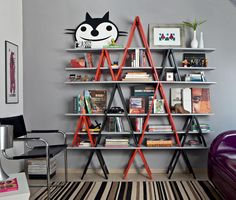 DIY ladder shelf ideas - Easy ways to reuse an old ladder at home Diy Design, Shelf Design, Design Ideas, Modern Bookcase, Ladder Bookcase, Shelving Solutions, Shelving Ideas, Storage Ideas, Wall Shelving