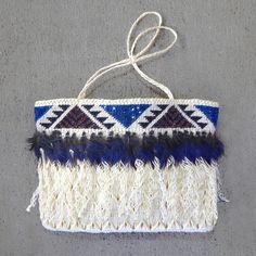 Kete/bag woven from flax fibre with decorative pukeko feathers. Flax Weaving, Weaving Art, Abstract Sculpture, Wood Sculpture, Bronze Sculpture, Maori Patterns, Flax Fiber, Maori Designs, Maori Art