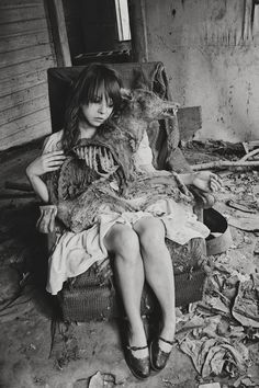 . Yandere, Paranormal, Creepy Pictures, Horror Pictures, Dark Images, Southern Gothic, Season Of The Witch, Dark Photography, Portrait Photography
