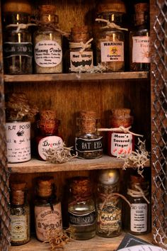 Miniature Witch or Wizard Potion/Ingredient Bottles Haunted Dollhouse, Dollhouse Miniatures, Halloween Crafts, Halloween Decorations, Halloween Signs, Vintage Halloween, Halloween Ideas, Halloween Party, Harry Potter Miniatures
