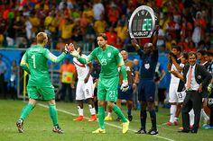 En el último minuto del segundo tiempo extra, Tim Krul entra en lugar de Cillesseen para ser quien actuara en la tanda de penales contra Costa Rica. Brasil 2014