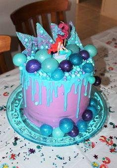 Katherine Sabbath inspired mermaid cake. Vanilla cake filled with organic vanilla bean buttercream, covered in white chocolate ganache, adorned with chocolate bark, gelatin bubbles, sixlets, sugar pearls and edible glitter @baked_byleanne
