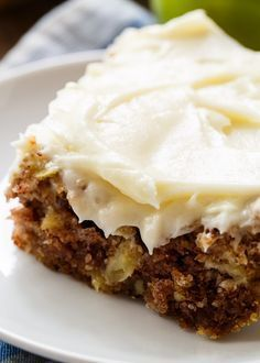 German Apple Cake has chunks of fresh apple, lots of fall spices, crunchy pecans, and a thick layer of cream cheese frosting. This is one of the most delicious apple desserts you will ever taste so ge Apple Desserts, Köstliche Desserts, Dessert Recipes, German Apple Cake, Apple Cake Recipes, Apple Cakes, Apple Sheet Cake Recipe, Easy Apple Cake, Fresh Apple Cake