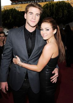 Miley Cyrus is ready to reunite with Liam Hemsworth. Liam Hemsworth and Miley Cyrus, don't desire to make the same errors they made the initial time around, wh Old Miley Cyrus, Miley Cyrus Show, Liam Hemsworth And Miley, Miley And Liam, The Last Song, Simple Ponytails, Date Dresses, Poses, Celebrity News
