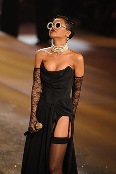 VS Fashion Show Rihanna
