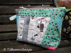 """Quilted zippered pouch """"Parisian Ladies"""" by Tilkunviilaaja -- Pariisittaria-vetoketjupussukka"""