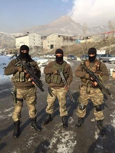 Turkish Military, Turkish Army, Military Police, Military Weapons, Turkish Soldiers, Military Pictures, Army Vehicles, Black Ops, Special Forces