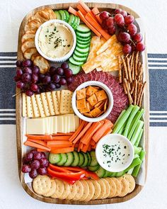 Fluted with goat - Clean Eating Snacks Birthday Party Snacks, Snacks Für Party, Appetizers For Party, Appetizer Recipes, Birthday Recipes, Healthy Birthday Snacks, Veggie Appetizers, Birthday Cake, Veggie Platters
