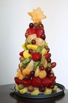 Christmas Fruit Tree - cute, fun and healthy Christmas movie night snack!