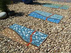 Gravel patio area embedded with mosaic stepping stones. This I could do, too (if I had infinite time of course).