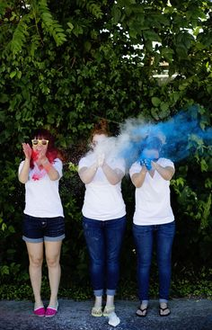 Homemade (nontoxic) Colored Powder: A Beautiful Mess.this could be really fun, all the photo ideas. Holi Powder, Powder Dye, Color Run Powder, Colored Corn, Color Wars, Photo Class, Icing Colors, Food Dye, Girls Camp