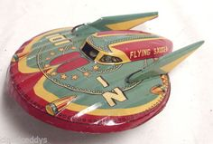 101-Z-FLYING-SAUCER-TIN-FRICTION-SPACE-TOY-1950s-BY-MODERN-TOYS-OF-JAPAN-SHARP Metal Toys, Tin Toys, Antique Toys, Vintage Toys, Modern Toys, Space Toys, Space Aliens, Flying Saucer, Toy Boxes
