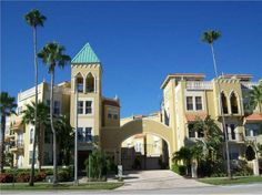 Immaculate Davis Islands end unit townhome within walking distance to the Village. Private gated entry leads to covered entrance. #TampaBayHomesForSale, #RealEstate 114 East Davis Blvd #9  Tampa, FL 33606 3 Bed   3.1 Bath 2,992 SqFt