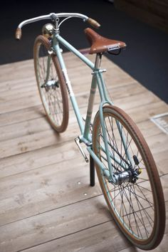 Love the handle bars - beautiful bike! gallerycycle: Chiossi Cycles | Shared from http://hikebike.net