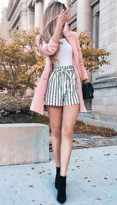 2019 Fashion Outfit Ideas – Pink jacket with striped shorts – ZKKOO 103160647700598936 2019 Fashion Outfit Ideas – Rosa Jacke mit gestreiften Shorts Mode Outfits, Girly Outfits, Short Outfits, Spring Outfits, Winter Outfits, Casual Outfits, Summer Outfit, Summer Shorts, Summer Jacket