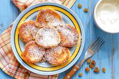 Секреты приготовления идеальных сырников http://www.edimdoma.ru/club/posts/18497-sekrety-prigotovleniya-idealnyh-syrnikov Несмотря на простоту приготовления, сырники считаются капризным блюдом, поскольку иногда они поджариваются снаружи и остаются сырыми внутри, расползаются на сковородке, получаются слишком сухими, жесткими или кислыми.
