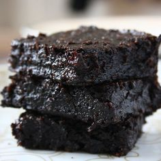 No butter, no flour and no eggs in these Cocoa Avocado Brownies! The fudgiest and the tastiest Brownies in the Universe!