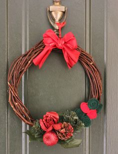 Christmas Holiday Festive Wicker  Wreath with Felt Roses