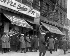 Harlem New York 1920 | Street scene in Harlem, 1920s. Photo by New York Daily News.