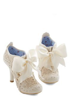 irregular choice strut your heel in ivory