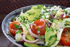 10 salad recipes that do not have lettuce and help lose weight fast - lose weight at home de ensalada lechuga facil y saludable Help Losing Weight, Lose Weight At Home, How To Lose Weight Fast, Healthy Milkshake, Milkshake Recipes, Caprese Salad, Cobb Salad, Barley Soup, Lettuce