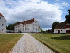 Jomfruens Egede slot og gods 3 km nordvest for Faxe.