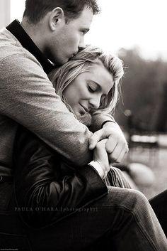 أحتاج أن أكون في أدق ﺗﻔﺎﺻﻴﻠﻚ .. أرغب بكاملك.. بحزنك و فرحك و ألمك  كما أود أن أشكيك من نفسي إليك