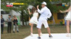 Gary dancing to girl group dance. DYING! running man ep 162 gary and apink no no no