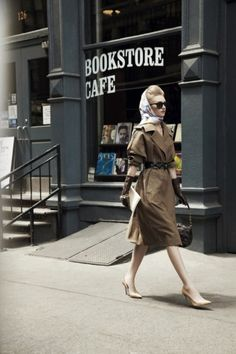 How cool I would love to open a Bookstore Cafe! Retro Fashion, Vintage Fashion, Womens Fashion, Vogue, Poses, Brown Dress, Looks Vintage, Mode Inspiration, Look Chic