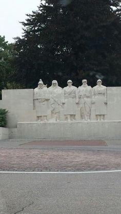 Verdun, France - monument voor gesneuvelde soldaten uit 5 landen