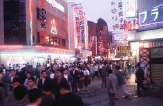 昭和43年当時の東京・浅草六区映画街(1968年撮影) 【時事通信社】