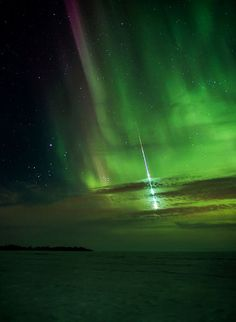 Amazing!!!! Meteor and aurora over Manitoba, Canada sky.!!!!! - Imgur