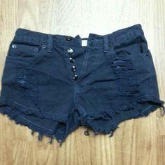 Brandy Melville button up shorts. Brandy Melville button up shorts. Preloved in good condition. Brandy Melville Shorts Jean Shorts