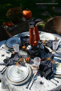 Witches' Potion Table | homeiswheretheboatis.net #Halloween #tablescape