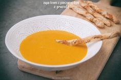 Sezonowo - dynia, czyli zupa krem z pieczonej dyni z gruszką. Można podawać z paluchami z ciasta francuskiego z chia. Jedna porcja o wadze 180g ma 1,8 wymiennika, w tym 1,2 WW i 0,6 WBT.