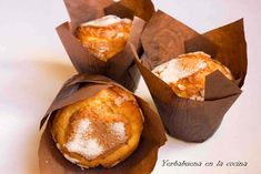 Magdalenas de naranja y aceite de oliva | Yerbabuena en la cocina Cupcake Recipes, Dessert Recipes, Bread And Pastries, Meals For The Week, Macaroons, No Bake Desserts, Sweet Recipes, A Table, Cupcakes
