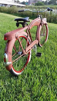 Super deluxe Old Bicycle, Cruiser Bicycle, Old Bikes, Velo Retro, Retro Bike, Pedal Cars, Classic Bikes, Cool Bicycles, Bicycle Design