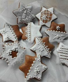 Christmas Fun, Christmas Cookies, Christmas Decorations, Xmas, Holiday Cakes, Merry And Bright, Royal Icing, Cookie Decorating, Gingerbread Cookies
