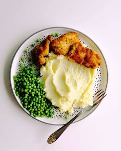 Mashed potatoes with peas and chicken. Risotto, Mashed Potatoes, Tasty, Chicken, Ethnic Recipes, Instagram, Food, Whipped Potatoes, Smash Potatoes