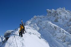 Der Winterklettersteig auf die Rendlspitze bietet eine schöne Abwechslung zur gewöhnlichen Skitour. Auf dem exponierten Grat ist man immer gut am Seil gesichert. Anton, Portal, Winter, Mount Everest, Mountains, Nature, Travel, Climbing, Nice Asses