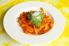 Dieses Gericht habe ich zum ersten Mal bei meinem Yoga Retreat gegessen. Die Karotten Nudeln gehen super schnell im Ofen und sind köstlich!