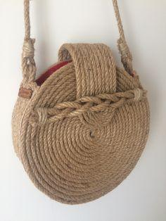 Crochet Handbags, Crochet Bags, Crochet Christmas Gifts, Crochet Shoulder Bags, Diy Clutch, Diy Handbag, Burlap Crafts, Round Bag, Macrame Bag