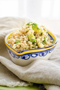 Salată de hrișcă cu avocado și fenicul. O rețetă rapidă de salată hrănitoare, dar săracă în calorii, cu conținut de minerale, vitamine și proteine.