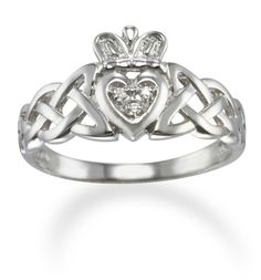 Claddagh + celtic knot=my dream ring(: