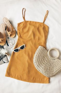 Dress flat lay out design straw bag purse sunglasses beach wear - flat lay out design straw bag purse sunglasses beach wear Source by , Outfits Cute Summer Outfits, Trendy Outfits, Fashion Outfits, Womens Fashion, Casual Summer, Net Fashion, Summer Chic, Fashion Mode, Outfit Summer