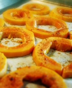 Baked papaya with caramalized sugar and some cinnamon.  (1) Cut papaya into rounds and remove seeds. (2) Sprinklee with sugar. (3) Pop under the broiler for a few minutes. (4) Once caramelized, remove from oven, squeeze a fresh lime over top and sprinkled with cinnamon.