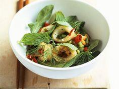 Frittierte Calamari mit Chili und Kräutern ist ein Rezept mit frischen Zutaten aus der Kategorie Tintenfisch. Probieren Sie dieses und weitere Rezepte von EAT SMARTER!