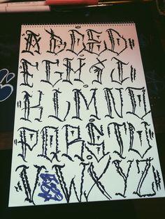 #handlettering #lettering #letters #alphabet #handmade #graffitilettering #fontsandcalligraphy #calligraphy #fonts Alphabet, Graffiti Styles, Calligraphy Fonts, Letters, Simple, Handmade, Hand Made, Alpha Bet, Letter