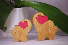 Hölzerner Elefant mit Herz Wohnkultur von WoodMetamorphosisUK